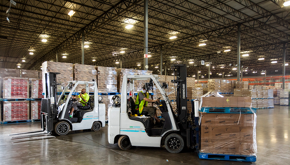 forklifts in a werehouse